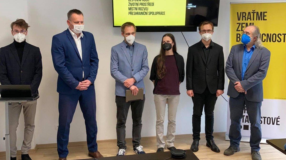 Piráti a STAN v Karlovarském kraji představili čelo kandidátky do sněmovních voleb