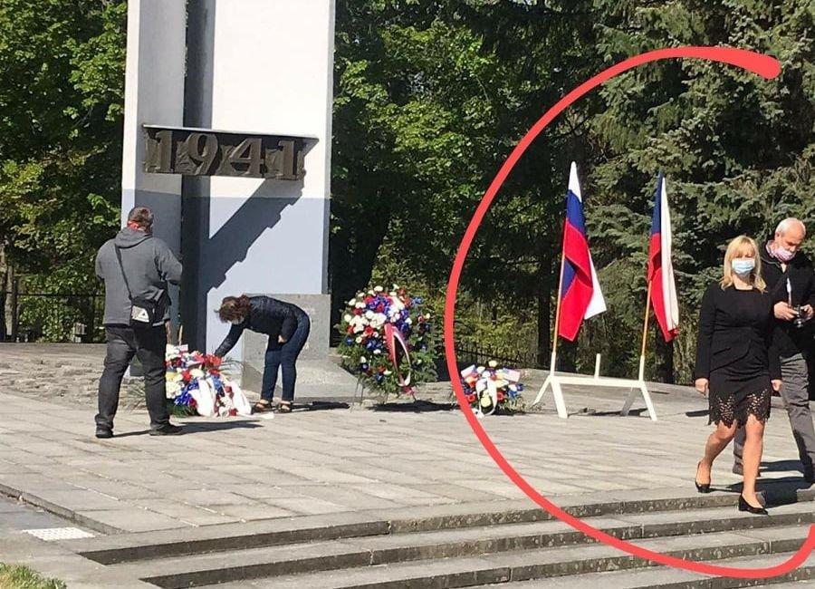 Kam se poděla třetí vlajka?