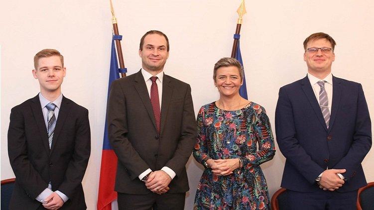 Ministerstvo financí podalo Evropské komisi zavádějící informace o nedovolené podpoře Karbon Investu, upozornil Lukáš Černohorský evropskou komisařku