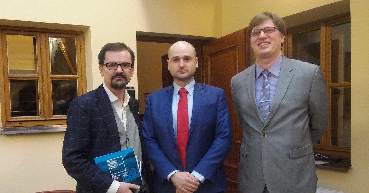 Pirátští poslanci Lukáš Černohorský a Ondřej Polanský zahájili výstavu mapující stopu českých architektů na Jadranu