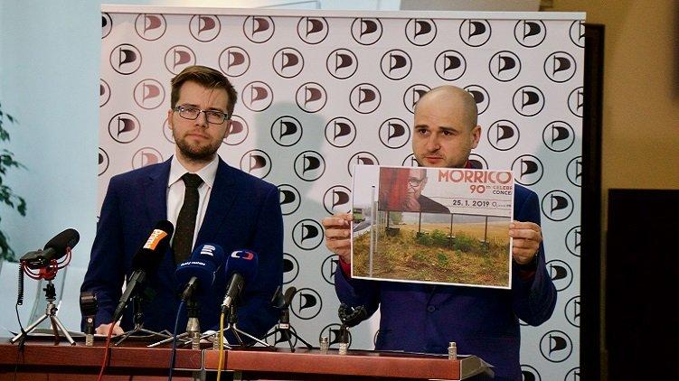 Piráti předložili přehled nelegálních billboardů na dálnici D1 a vyzývají ministra Ťoka k podání žaloby