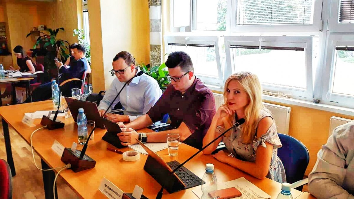 Piráti prosadili zveřejňování zápisů z kontrolního a finančního výboru MO Plzeň 1
