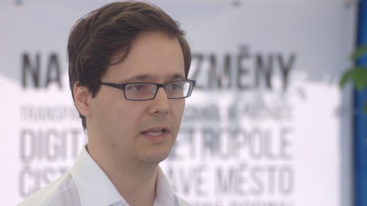 Trafiky vyhovují všem stranám u moci, říká Pirát Zábranský