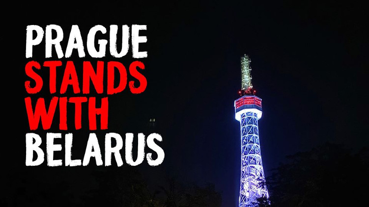 Praha vyvěsila vlajku na podporu svobodné občanské společnosti v Bělorusku
