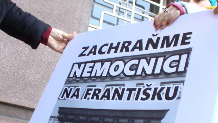 Vyzýváme Prahu 1, aby zrušila koncesi na Nemocnici na Františku.
