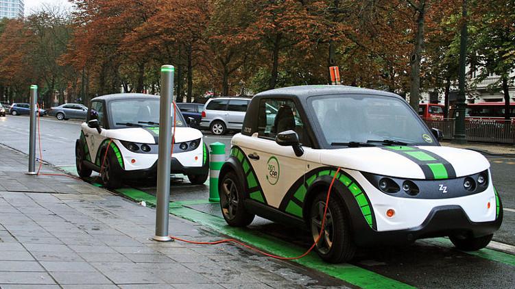 Pražští radní schválili rozvoj dobíjecí infrastruktury pro elektromobily