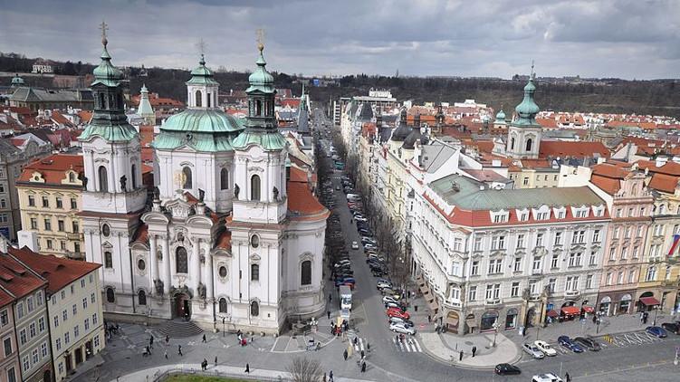 Nová dohoda Prahy 1 s nájemcem butiku Rolex v Pařížské přinese do obecní kasy desítky milionů korun navíc