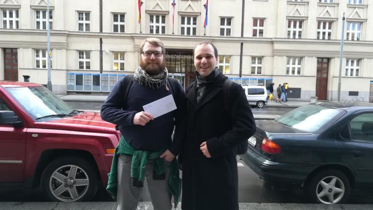 Chceme transparentnost na radnici Prahy 6. Piráti předali otevřený dopis starostovi