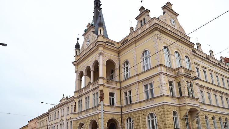 Radou Prahy 4 prošel pirátský návrh na ztransparentnění veřejných zakázek