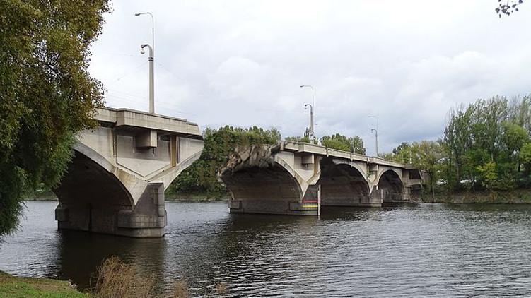 Vyzýváme náměstka Dolínka k rezignaci kvůli současnému stavu pražských mostů