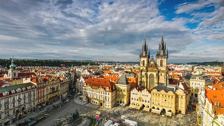 Praha vymění bezpečnostní betonové bloky za žulové kvádry