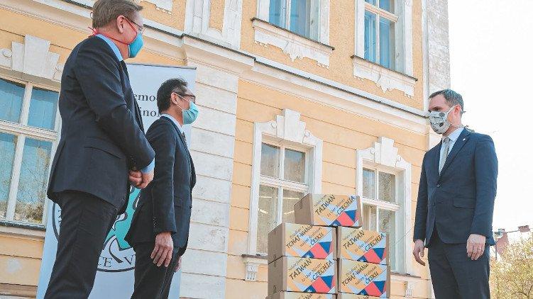 Plicní ventilátory z tchaj-wanského daru budou zachraňovat lidské životy v nemocnicích v Praze