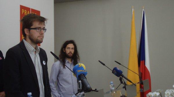 Piráti, TOP 09 a ODS iniciovali mimořádné zastupitelstvo