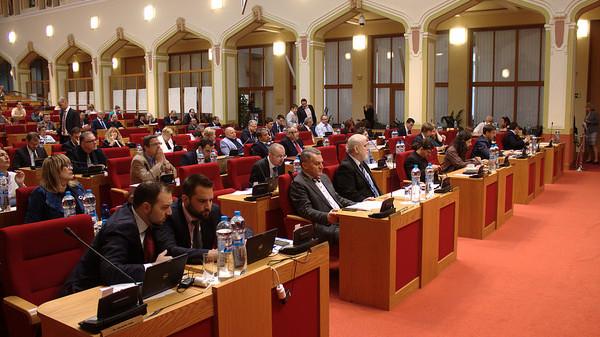 Koaliční buldozer smetl všechny návrhy opozice. Zasedání trvalo jen čtyři hodiny.