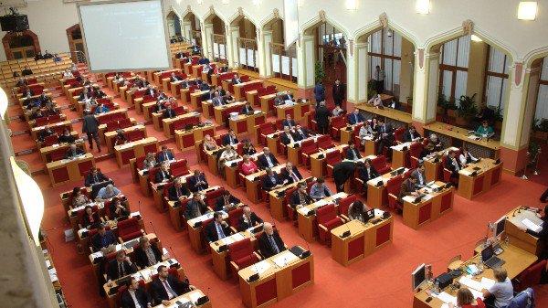 Piráti nehlasovali pro novou Radu hl. m. Prahy.