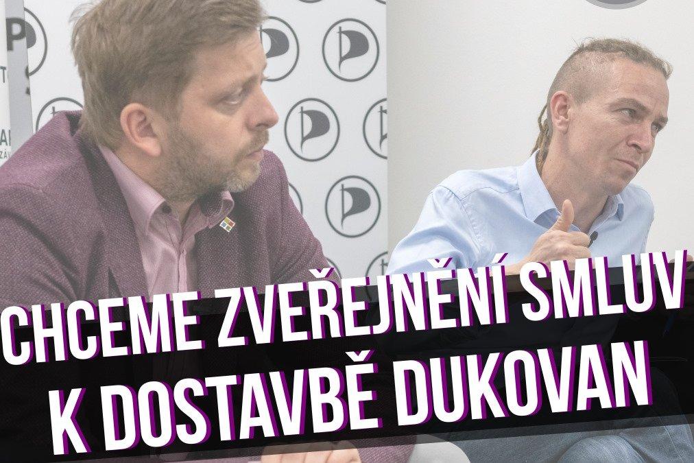 Smlouvy na dostavbu Dukovan vznikají bez možnosti kontroly veřejnosti. Vláda neřeší potřebnost projektu za 160 miliard korun, tvrdí Piráti a STAN