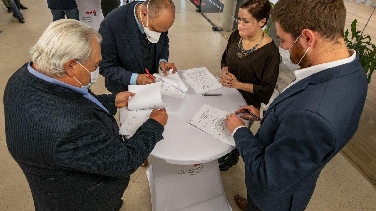 Zástupci jihlavské koalice podepsali aktualizovanou koaliční smlouvu