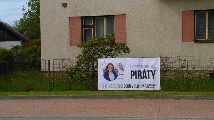Volby se blíží a budou zase pirátské plachty - pomůžete i letos?
