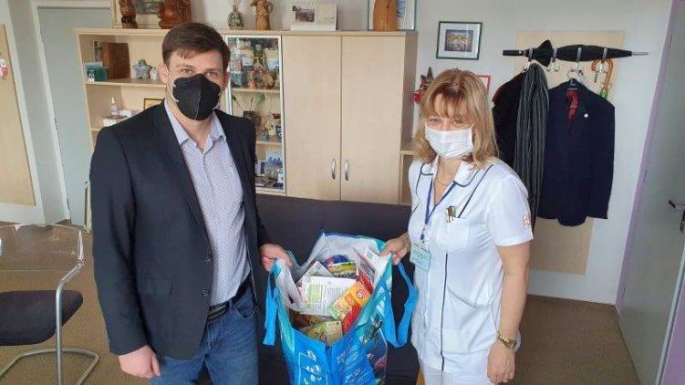 Lukáš Kolářík se zapojil jako dobrovolník v boji s koronavirem, pojďte pomáhat také