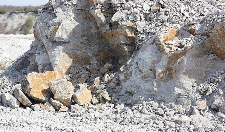 Jihočeští Piráti nepodpořili návrh na rozšíření těžby kamene v lomu u obce Ševětín, kraj by se měl chovat jako dobrý hospodář a myslet do budoucnosti
