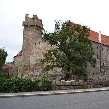 Strakonice - zdroj: https://commons.wikimedia.org/wiki/File:Hrad_Strakonice_1.jpg