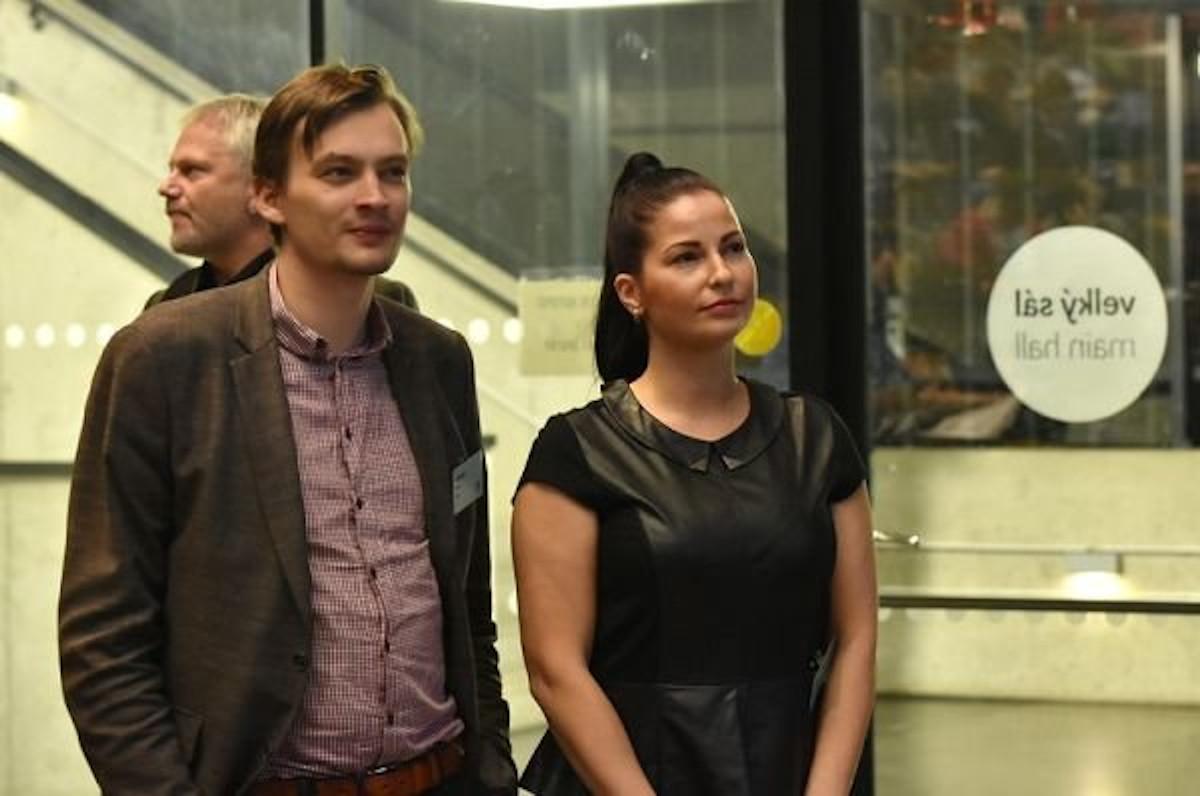 Zuzana Klusová po boku Jiřího Hoskovce na CF Pirátů 2020.
