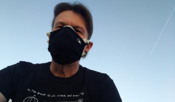 Jak fungují roušky a skutečně musíme nosit respirátory? A jak je dezinfikovat?