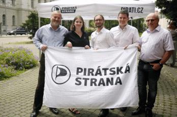 Chceme konec sucha v krajině i politice! Piráti v čele s Dubem zahájili kampaň do krajských voleb
