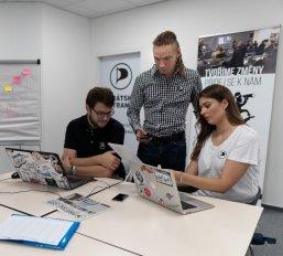 Piráti pomáhají v krizi a organizují celostátní sbírku počítačového vybavení pro distanční výuku dětí
