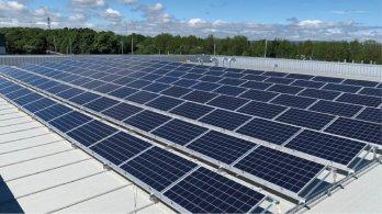 Hospodařit ekologicky a ekonomicky? Sluneční energie ze střech městských budov je nutností!