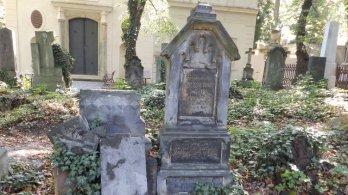 Město se postará o chátrající hroby svých slavných představitelů